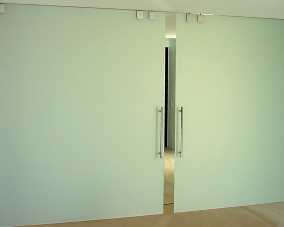 Installations tout verre, portes coulissantes